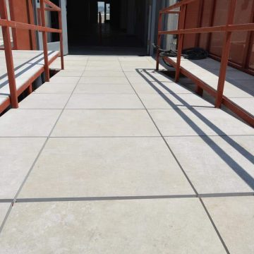Hollenbeck-rooftop-terrace-stone-look-porcelain-pavers_5